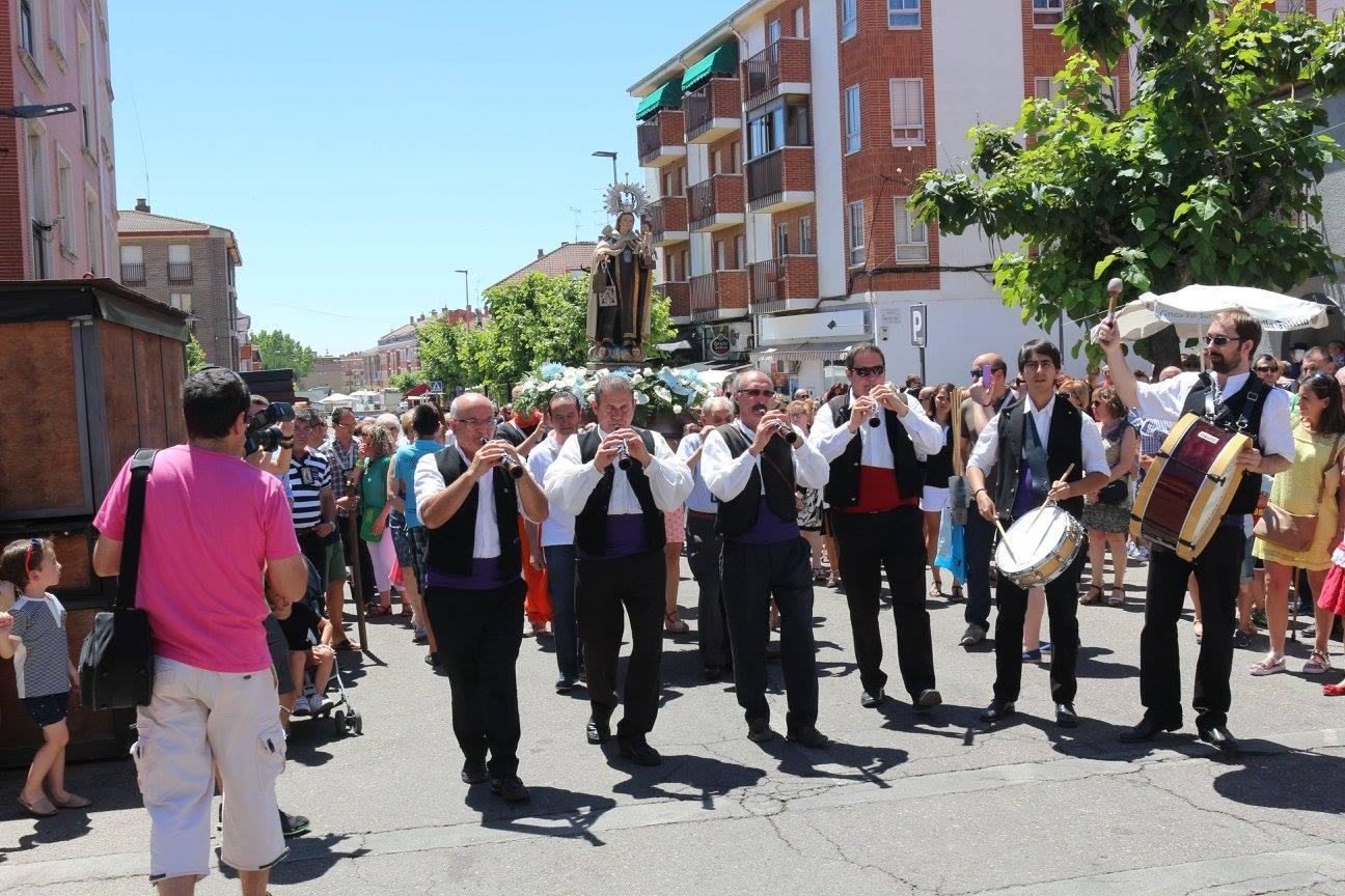 Procesión de la Patrona por las calles del pueblo